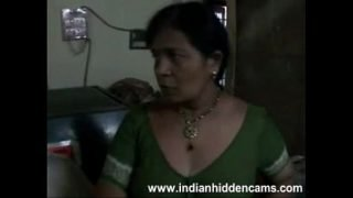 """.com – Amateur Indian Housewife """"Bhabhi"""" Changing Her Blouse Exposing BigTits"""